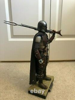 Hot Toys Star Wars The Mandalorian 1/6 scale figure (COMPLETE, COLLECTOR OWNED)