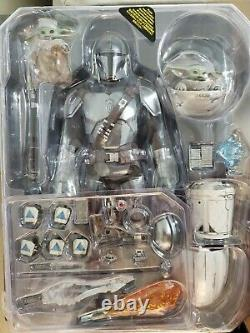 Hot Toys Star Wars The Mandalorian and Child Deluxe TMS015 1/6 Scale Figure Set