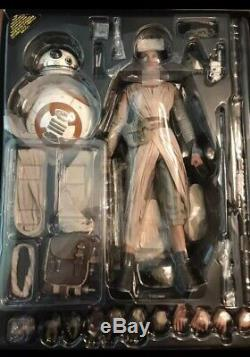 Star Wars Force Awakens Rey and BB-8 Hot Toys 1/6 scale action figures Sideshow